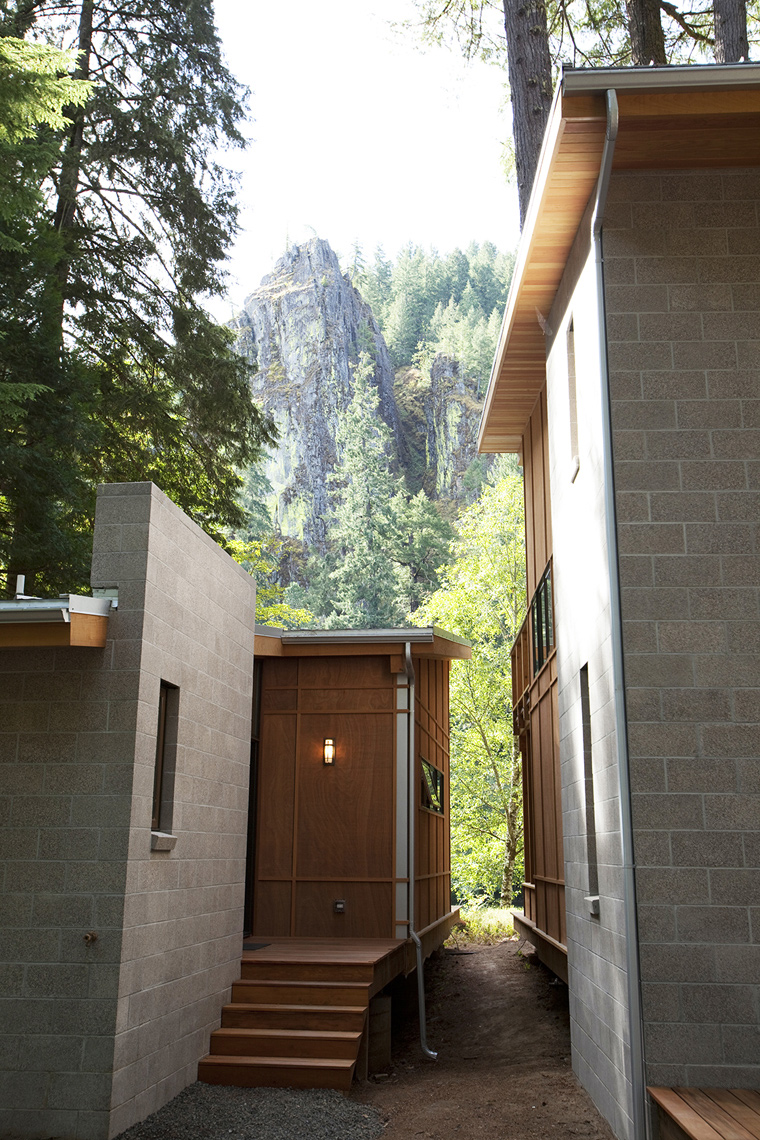 EAGLE-ROCK_EXTERIOR-VIEW_SMALL