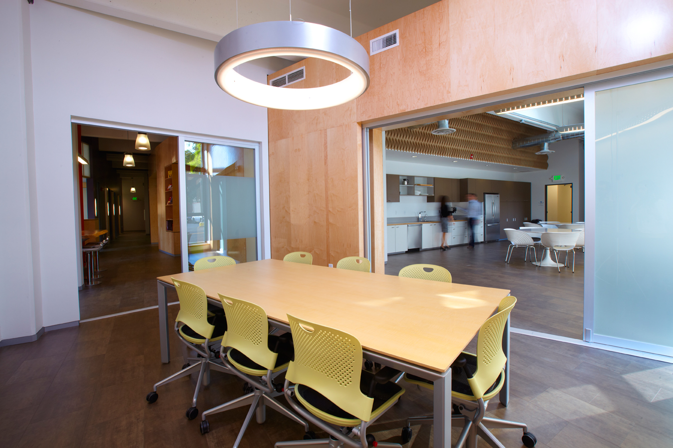 PNWP_COMMERCIAL_MEETINGROOM-LIGHT_SMALL