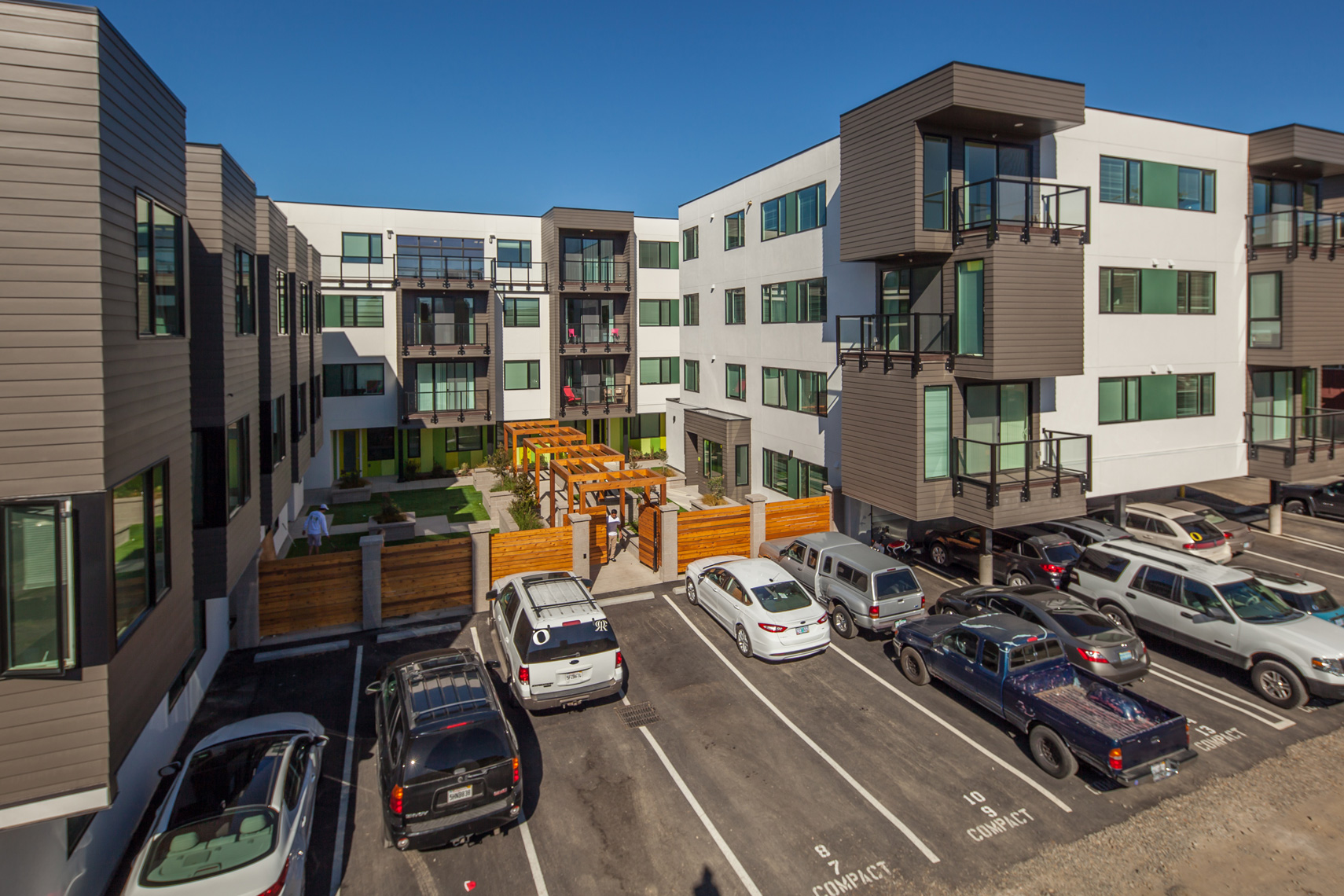 THEANDY_MULTIFAMILY_COURTYARDABOVE_SMALL
