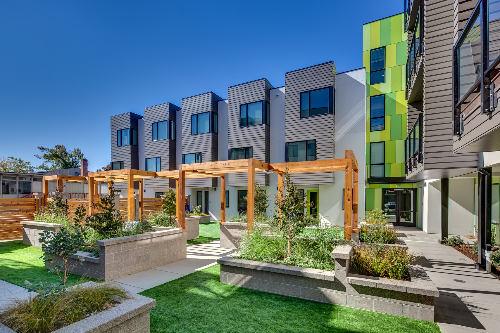 THEANDY_MULTIFAMILY_COURTYARD_SMALL