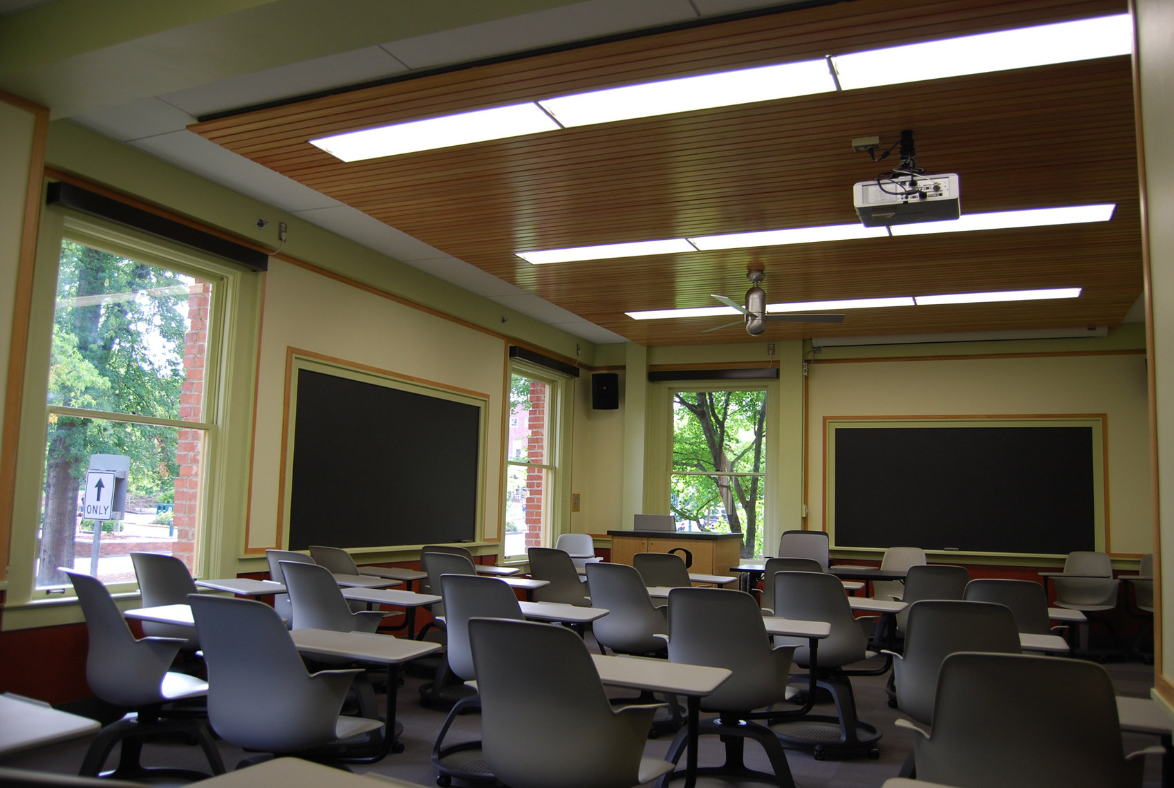 UOFRIEND_INST_CLASSROOM_SMALL
